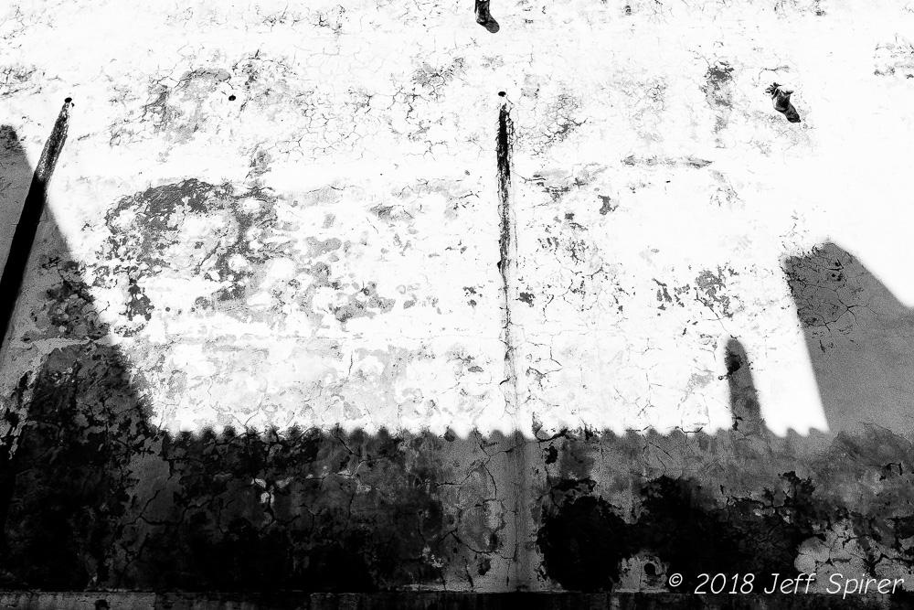 Alfama Shadow